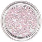 Gyöngyházfényes körömdíszek – finom rózsaszín szívecskék